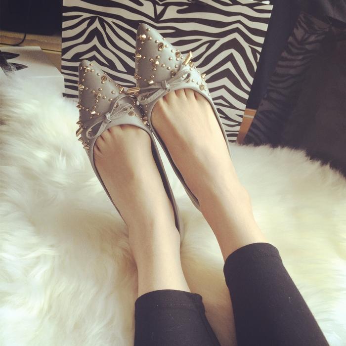 欧洲站 超美蝴蝶结铆钉装饰尖头舒适平底单鞋 大码女鞋35-41码