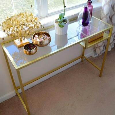 卧室装桌子