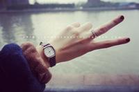 手表方盘女