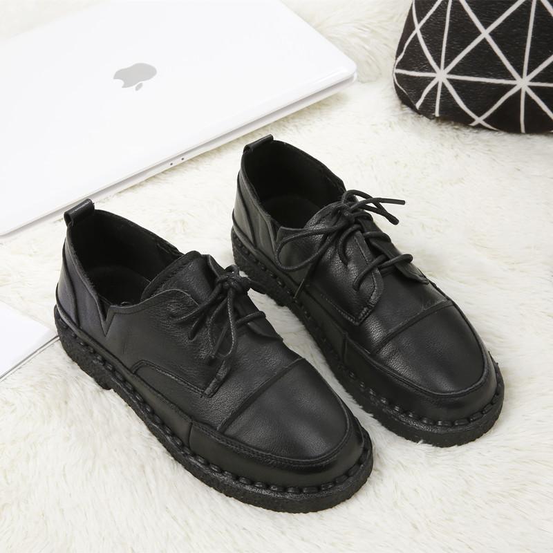 系带皮革鞋子