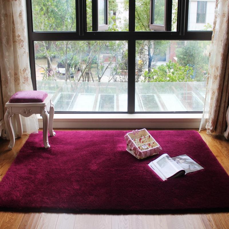 地毯客厅酒红色