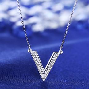 S925银链V型项链锁骨链简约女生个性吊坠采用施华洛世奇元素水晶