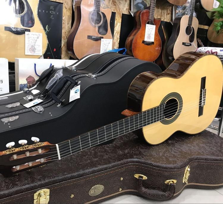 famosa古典吉他
