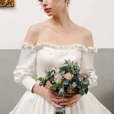 婚纱礼服2018新款新娘抖音同款女长袖缎面长拖尾公主梦幻赫本复古