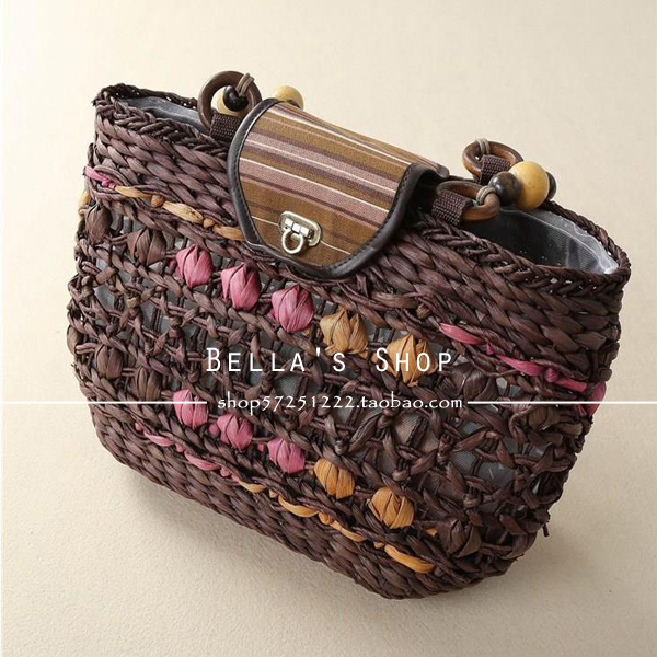 [Full hundred postal] Pastoral wind flap buckle bead diagonal portable rattan woven back