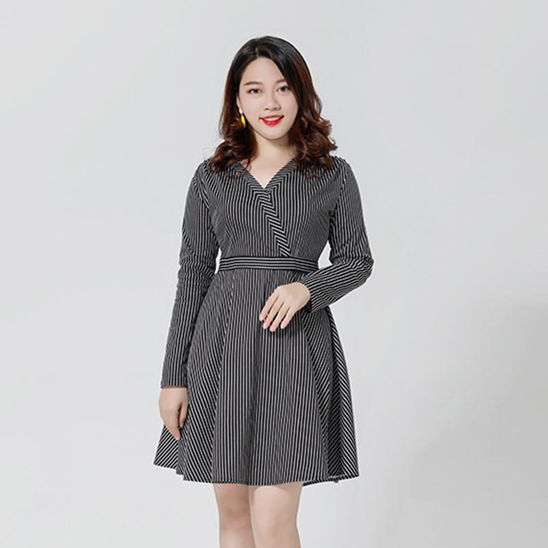 2018胖妹妹秋冬新款修身显瘦遮肚子连衣裙藏肉洋气大码女装女5402