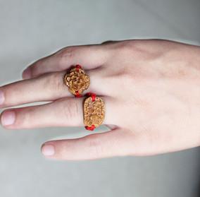 红绳桃核花型戒指 桃核雕刻 木雕戒指桃核戒指  单价/个