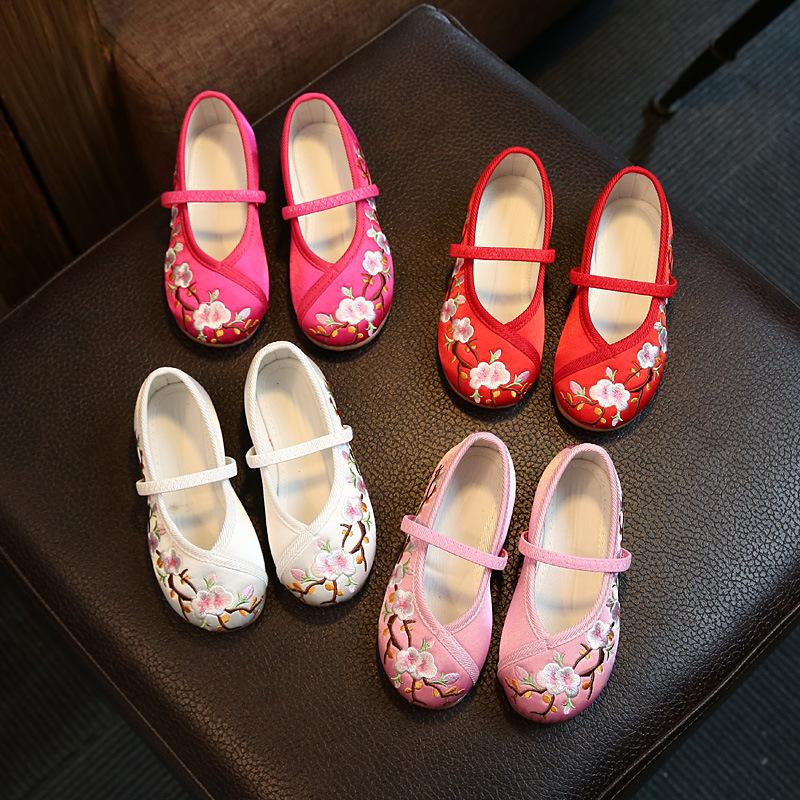 绣花小布鞋