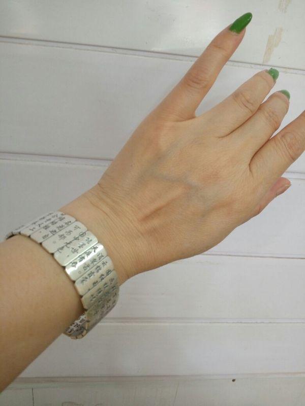 超漂亮的手镯,太喜欢了,正品,而且非常非常划算,这个价钱,喜欢,好评。