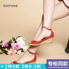 Daphne/达芙妮 套脚舒适坡跟甜美一字式扣带鱼嘴单鞋女