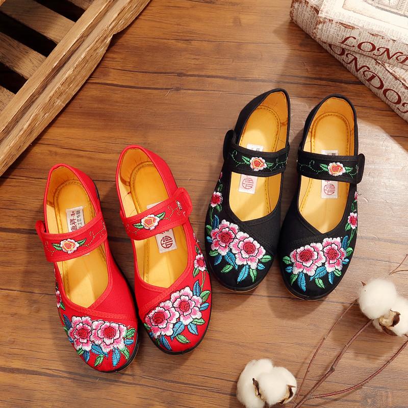 老北京布鞋女春秋季平底单鞋平底民族风绣花鞋广场舞妈妈跳舞鞋
