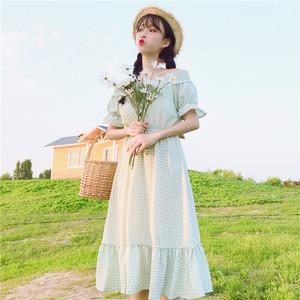 图片:2018夏装新款韩版小清新甜美一字领露肩格子短袖连衣裙长裙女