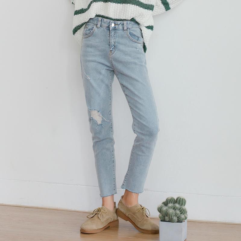浅色女款牛仔裤