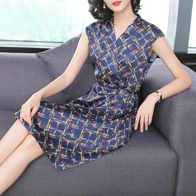 2018夏装新款韩版修身显瘦气质a型V领裙子性感中长款真丝连衣裙女
