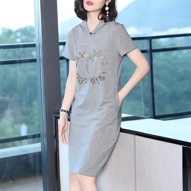 灰色运动连衣裙