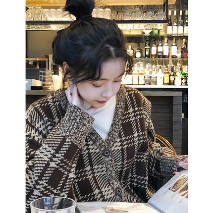 范智乔 新款韩国chic复古格子针织V领娃娃领开衫软妹毛衣外套女