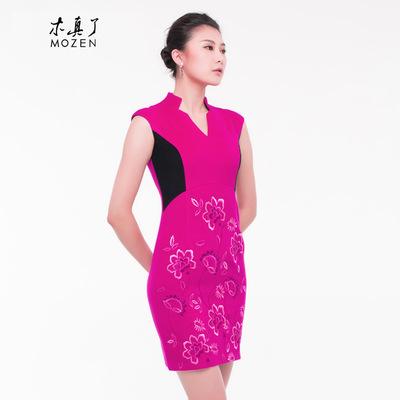 木真了旗袍裙秋装羊毛呢连衣裙V领绣花粉色毛呢礼服中式女装43165