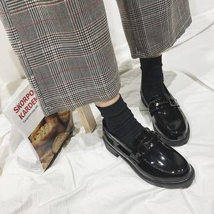 英伦漆皮皮鞋