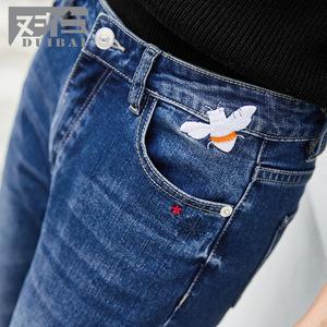 图片:对白2018秋季新款 刺绣小脚毛边牛仔裤女 修身棉质铅笔裤长裤子