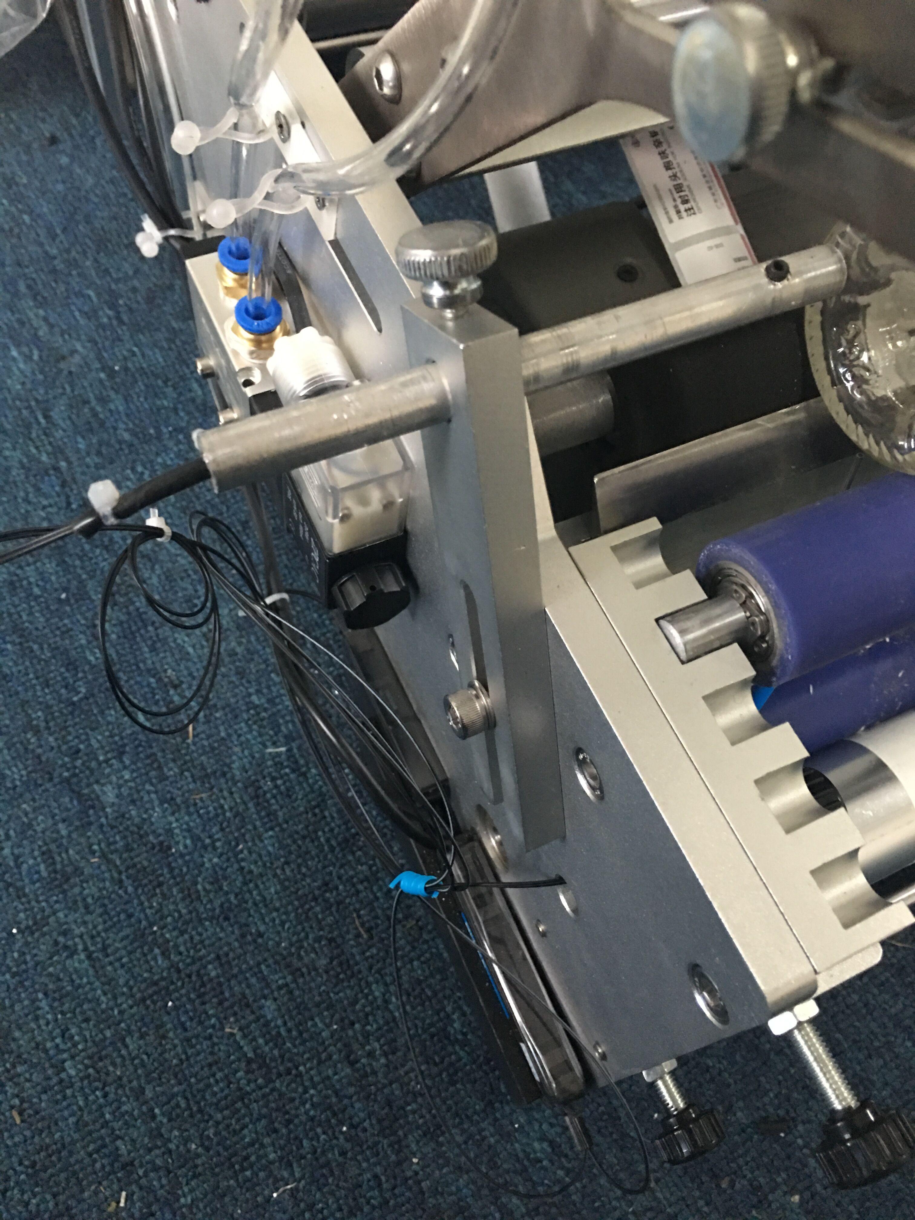半自动圆瓶贴标机红酒圆管圆柱不干胶商标机台式贴透明标机包邮