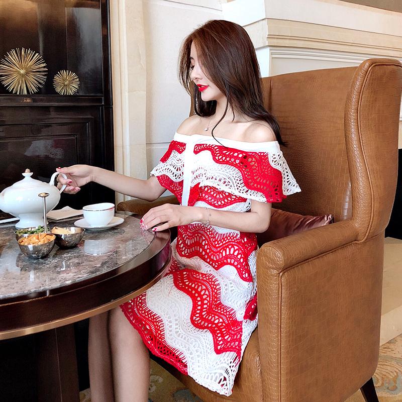 红色撞色蕾丝连衣裙