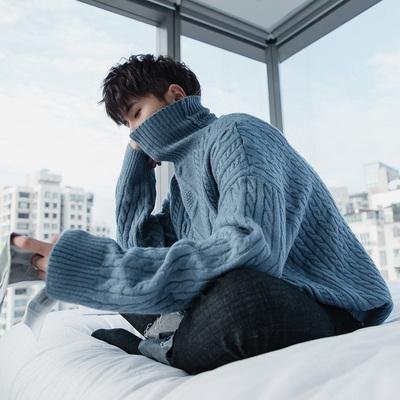 蓝色男士粗麻花高领毛衣男雾霾蓝冬韩版宽松套头加厚打底针织衫