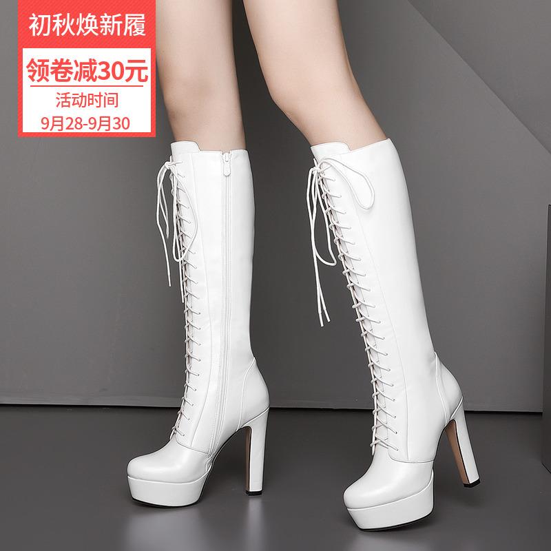 白色超高跟靴子