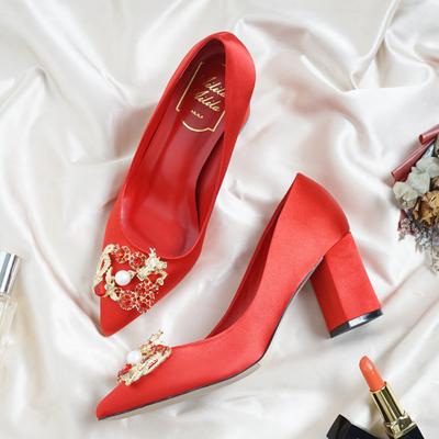 中式龙凤扣新娘婚鞋女2018新款敬酒韩版红色秀禾旗袍高跟粗跟单鞋