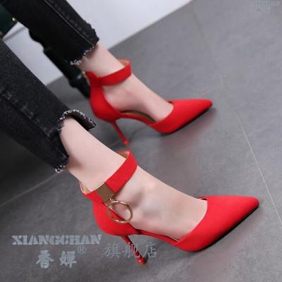 红色婚鞋女春夏新款金属扣绑带百搭职业高跟鞋女中空单鞋包头凉鞋