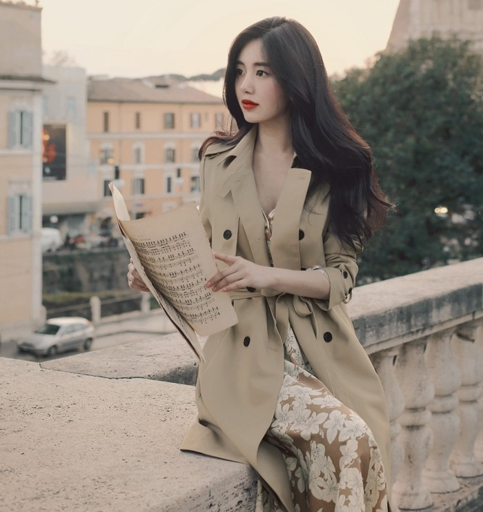 2018 spring and autumn new ladies trench coat double breasted long section lace coat Korean