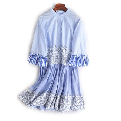 2018早秋新品蓝白撞色条纹摆贴布立体水溶蕾丝花纹七分袖连衣裙