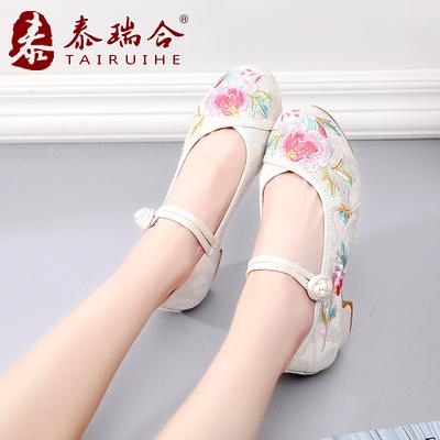 泰瑞合老北京布鞋2018夏季新款提花女鞋搭扣民族风绣花鞋方跟单鞋