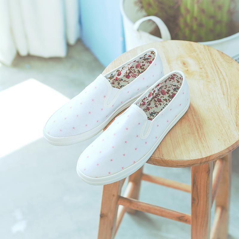 低帮帆布女鞋休闲鞋学生韩版平底跟浅口圆头板鞋一脚蹬乐福鞋