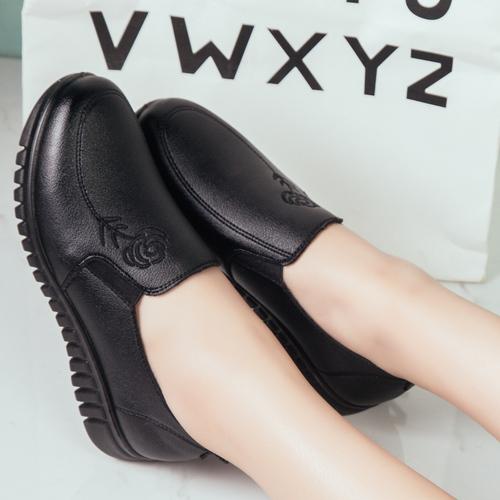 秋季新款妈妈鞋单鞋平底软底中老年平跟中年女鞋老人鞋舒适皮鞋女