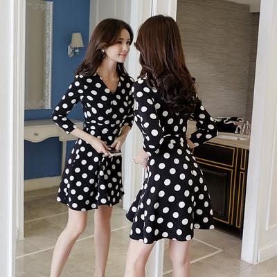 2018春装新款韩版女装七分袖黑白波点印花连衣裙气质V领修身A字裙