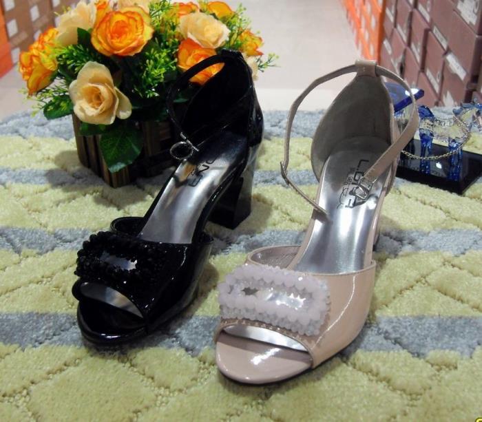 亮点女人凉鞋