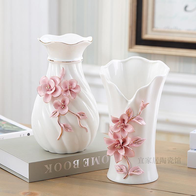 白色花瓶电视柜
