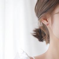 925银小鹿草莓晶耳钉简约小巧清新可爱森系鹿角学生耳环超仙短发