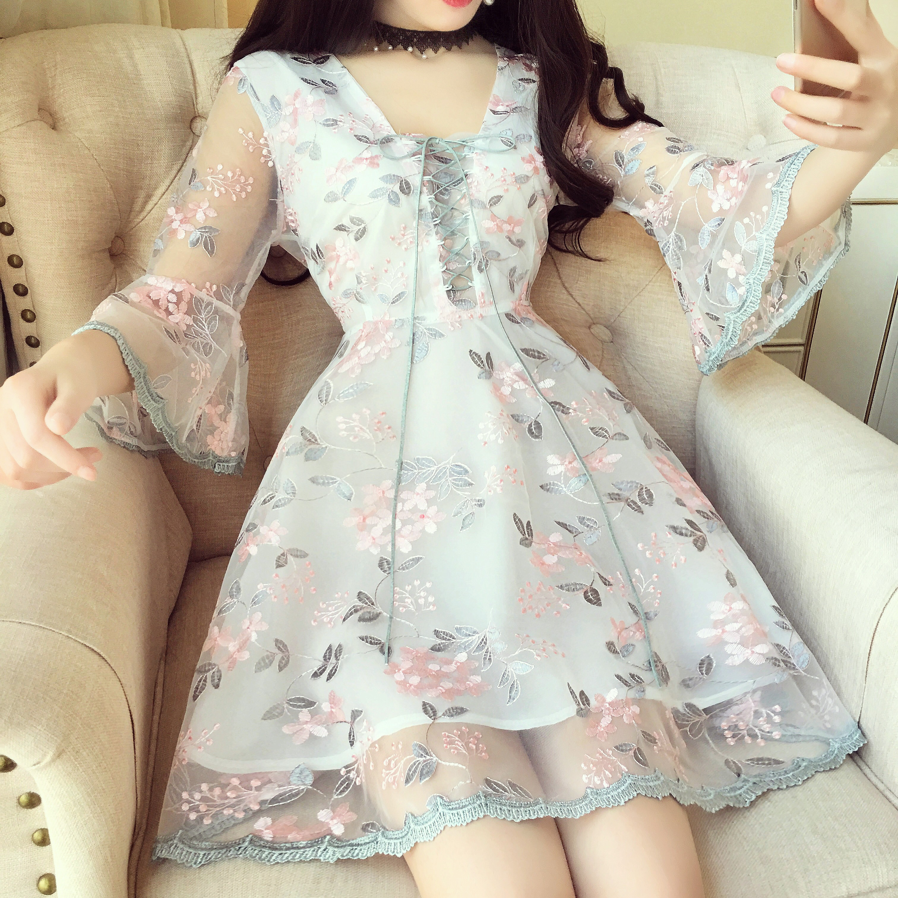 七分袖刺绣裙子