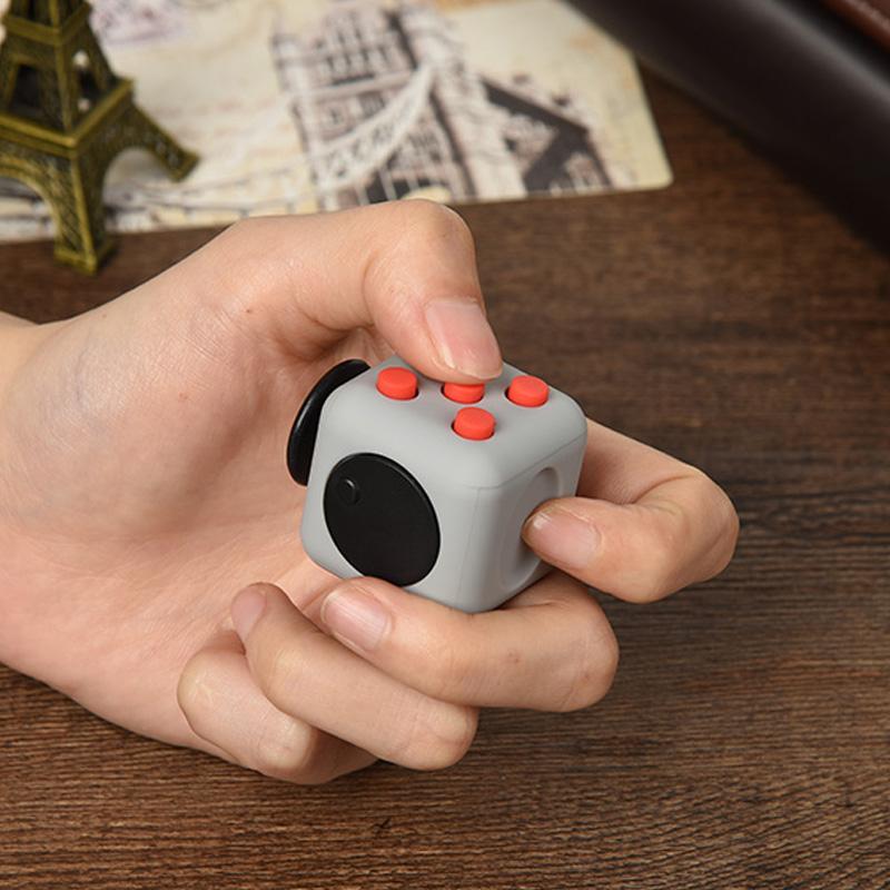 可爱创意减压魔方,50元以内送男朋友闺蜜礼物
