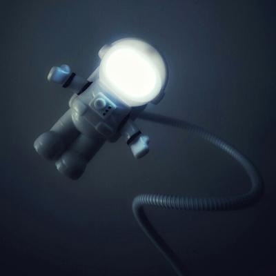 宇航员USB夜灯太空人小夜灯 节能创意机器人充电宝书灯键盘灯开关
