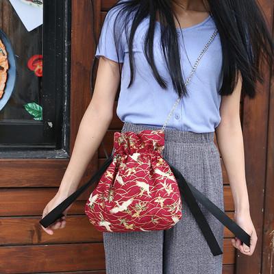 包邮 烫金仙鹤日式和风斜挎小布包ins单肩金属链条抽带水桶包棉布
