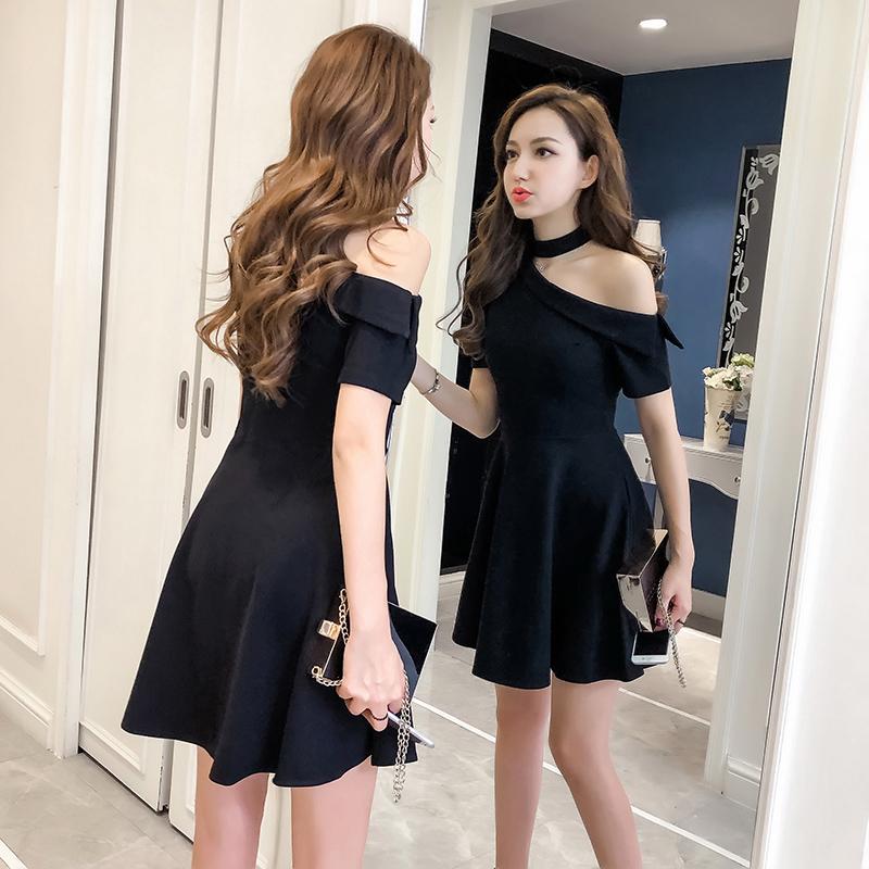 斜肩黑色性感连衣裙