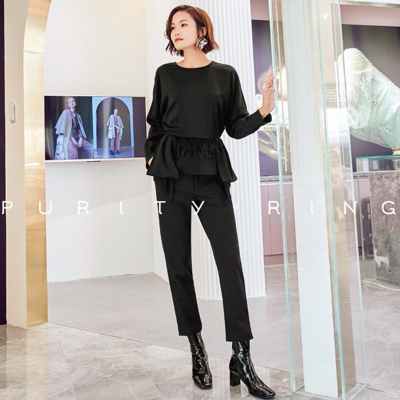 设计师PURITY RING2018秋冬新品羽毛蝴蝶结西装领一字肩上衣裤子