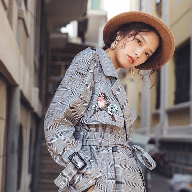 Women's 2018 autumn winter new double-breasted long trench coat Korean embroidery