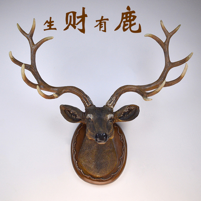 客厅墙上挂壁装饰鹿头
