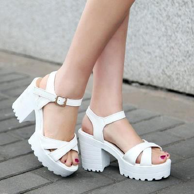 2018夏季新款凉鞋厚底防水台女鞋粗跟高跟凉鞋40-44大码罗马凉