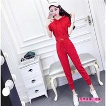 休闲运动套装女两件套夏季韩版时尚连帽短袖上衣系带收腰小脚裤。