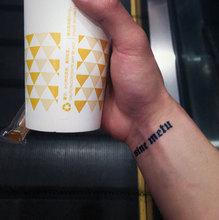 拉丁文 无所畏惧4.5 1cm 即墨蓝轻文身 半永久果汁纹身镂空模板