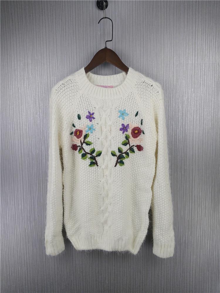 都市时尚秋冬款立体刺绣套头宽松女士白色毛衣韩版粗针学生针织衫